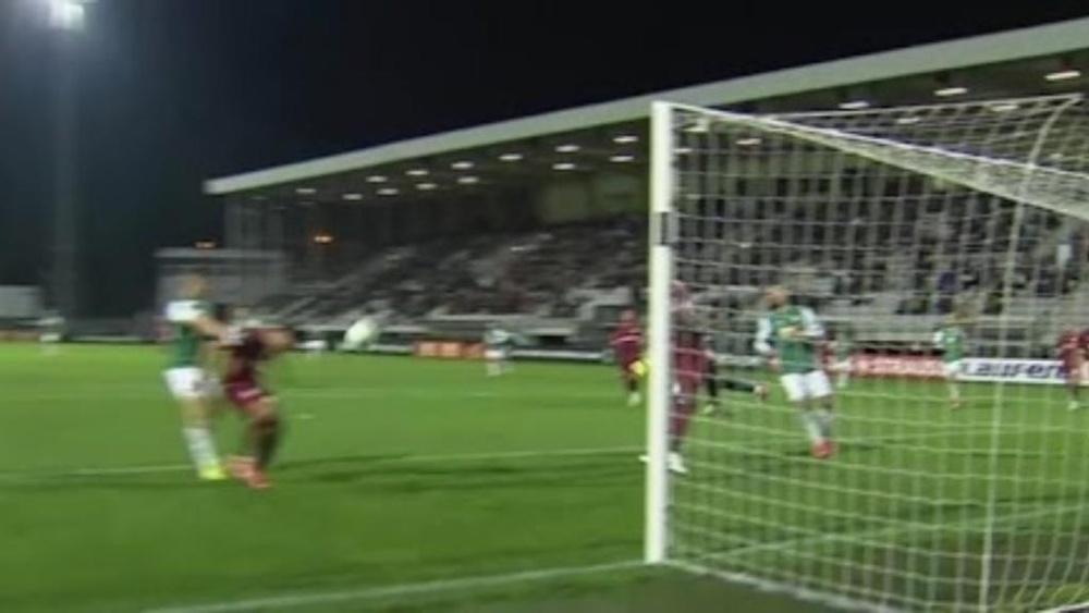 Mario Camora fue expulsado tras parar un gol. Captura/MovistarLigadeCampeones