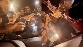 Aubameyang, atrapado en su coche... ¡por una avalancha de hinchas del Arsenal! Instagram/Auba