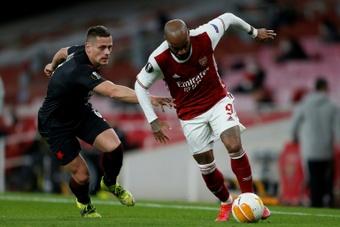 Lacazette podría dejar el Arsenal. AFP