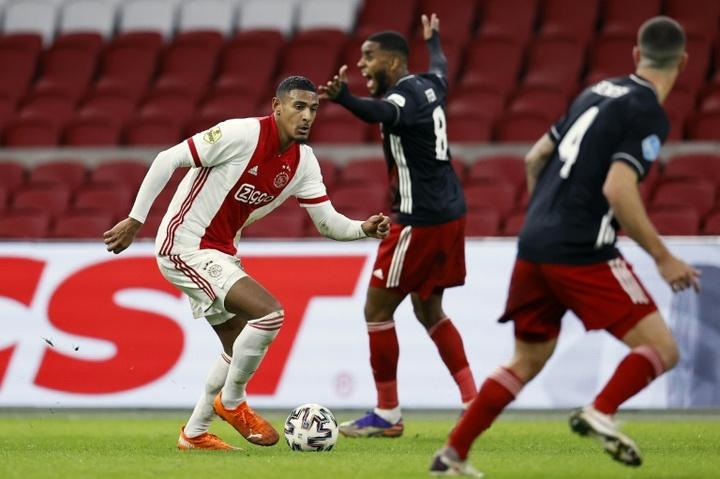 Ajax não passa de um empate com o Twente 1965. AFP