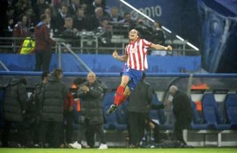 Diego Forlán dejó una profunda huella en el Atleti. AFP/Archivo