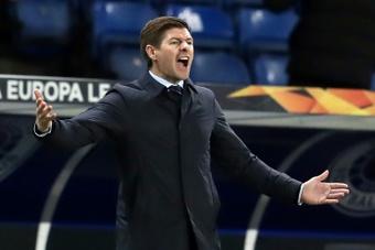 A Gerrard no le sentó bien que le preguntaran por el Newcastle en plena rueda de prensa. AFP