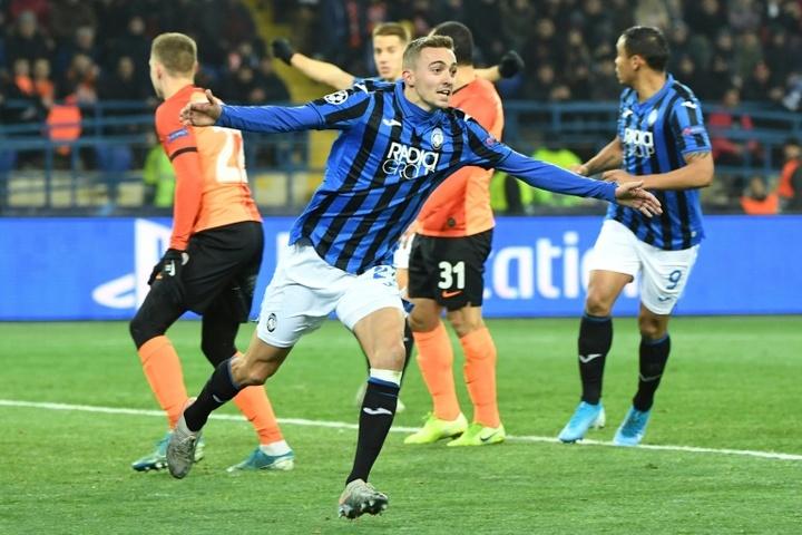 Juventus e Inter se interesan en Timothy Castagne. AFP