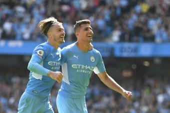 La afición del City se deshizo en elogios hacia Rodri (d) tras su partido contra el Chelsea. AFP