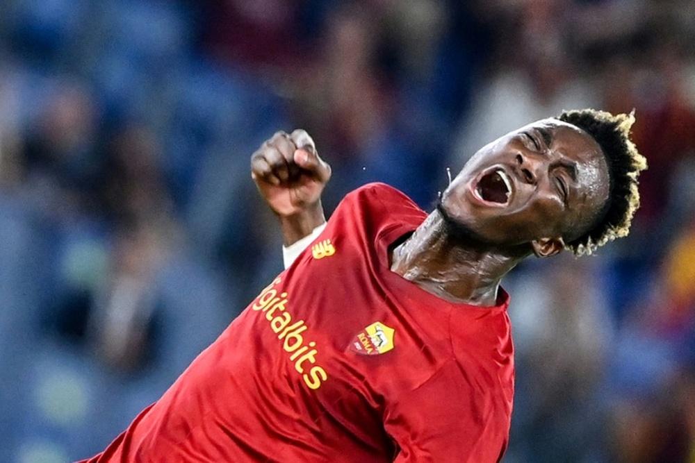 Abraham cuajó una buena actuación en su debut con la Roma. AFP