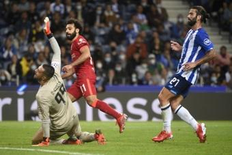 Salah, Mané e Firmino passeiam no Porto. AFP
