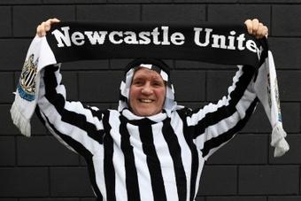 Torcedores entraram no clima do novo Newcastle. AFP