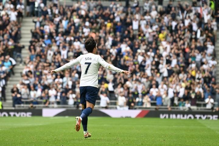 Tottenham vence mais uma e é o único 100% após três rodadas na Premier. AFP