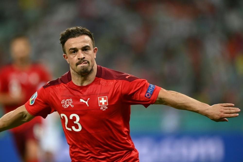 Serbia anunció que denunciará a Suiza y a Shaqiri por llevar una chaqueta en defensa de Kosovo. AFP