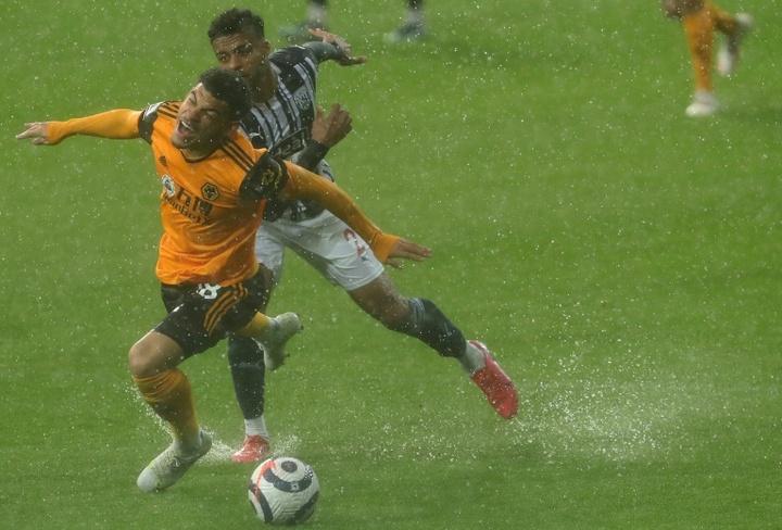 El West Brom selló prácticamente el descenso tras empatar ante los Wolves. AFP