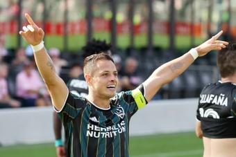 Lletget y Chicharito lideran la victoria de Los Angeles Galaxy. AFP