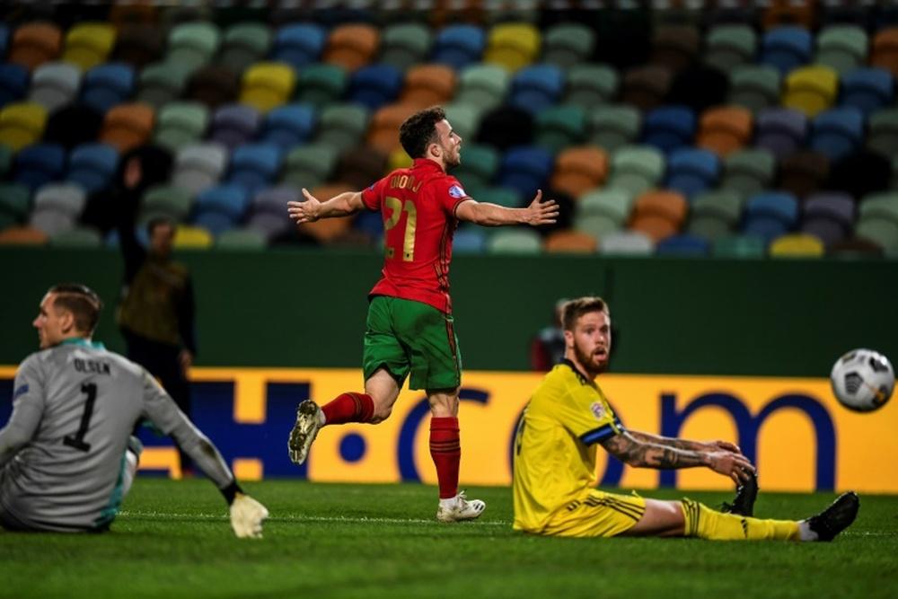 Diogo Jota vuelve al Liverpool por unos problemas musculares. AFP