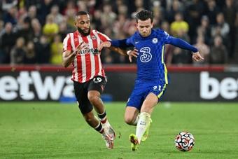 Chilwell, a la altura de Hazard en el Chelsea. AFP