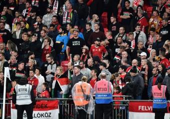 La FIFA castigará los disturbios de los hinchas de Hungría y Albania. AFP