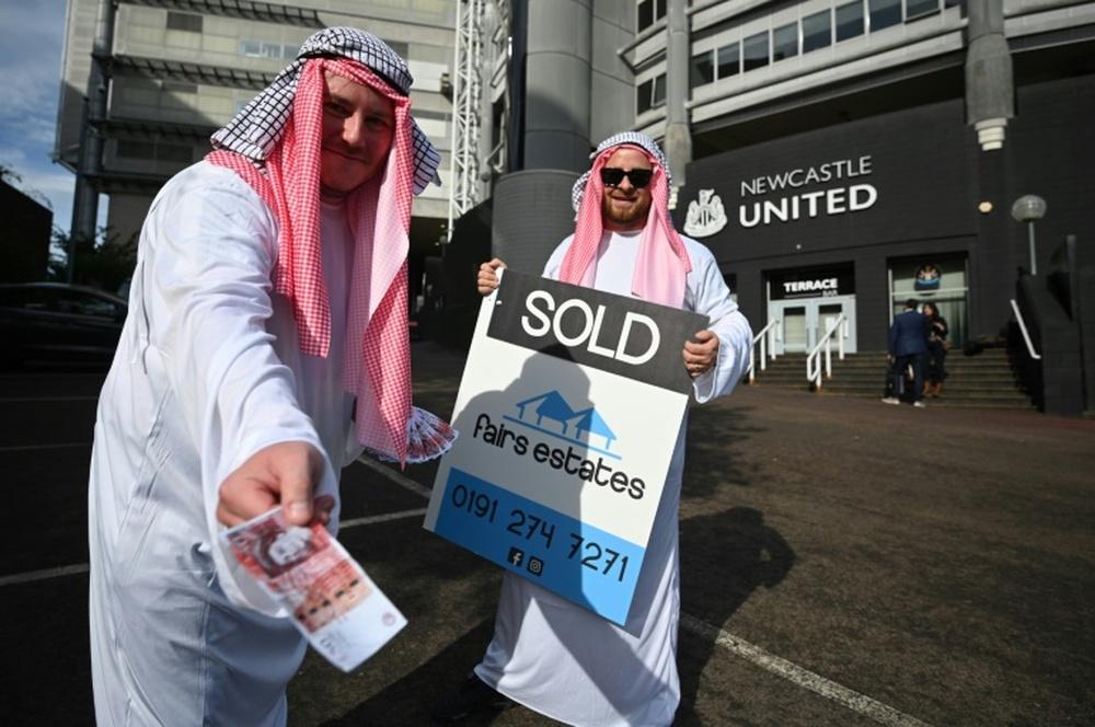 El Newcastle podría gastar 250 millones de una tacada. AFP