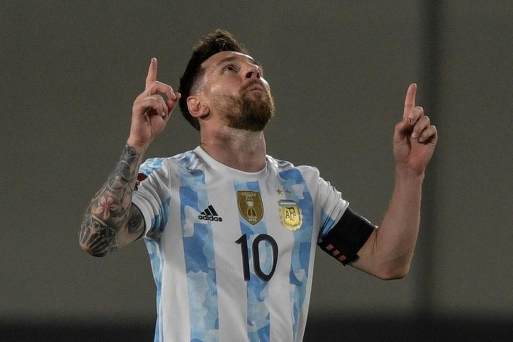 Un chico pidió perdón a Messi porque se llamaba Cristiano. AFP