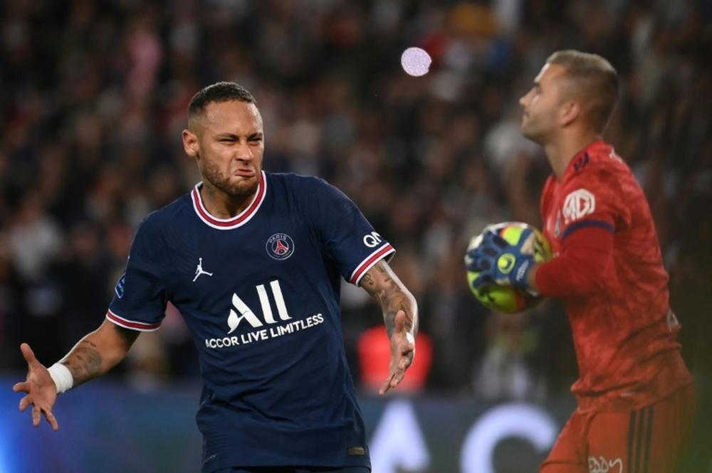 Neymar llamó a Leonardo para asegurar que seguirá en el PSG. AFP