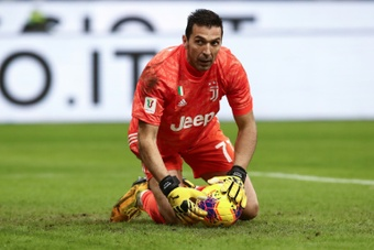 Gigi Buffon could be thinking about hanging up his gloves. AFP/Archivo