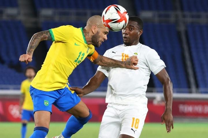 Dani Alves, face à un rival spécial pour une médaille inoubliable. AFP
