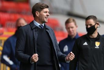 Steven Gerrard recusou uma oferta do Newcastle para seguir no Rangers. AFP