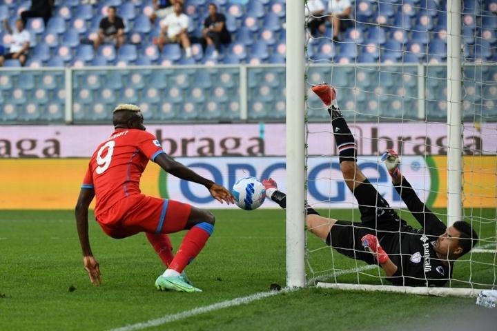 Oshimen firmó dos de los cuatro goles del Nápoles ante la Sampdoria. AFP
