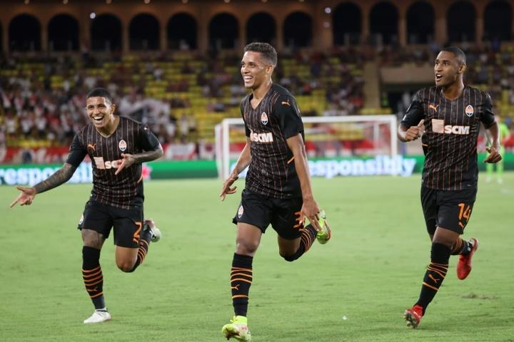 El Sheriff acaricia el sueño, el Salzburgo cumple y el Shakhtar conquista Mónaco. AFP