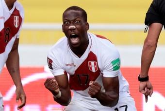 La lesión de Advíncula genera preocupación en Boca. AFP