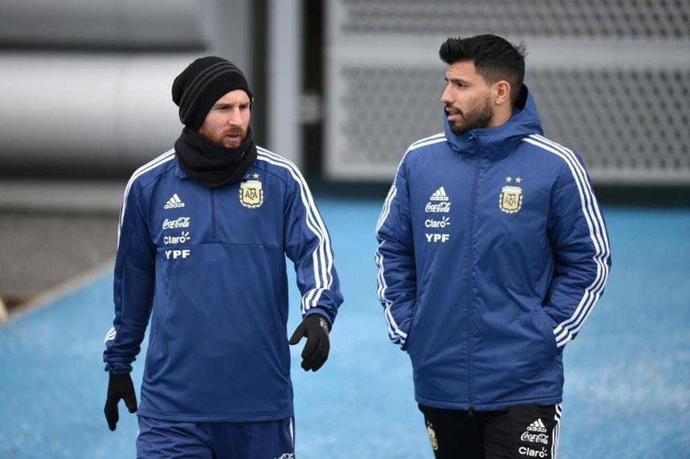 Agüero em choque com a saída de Messi.AFP
