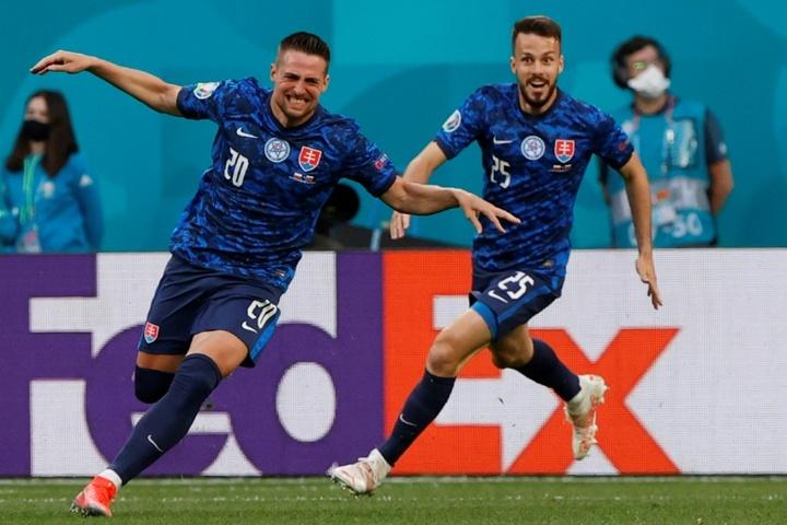 La Slovaquie fait le travail face à la Pologne. goal