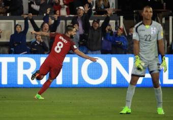 Clint Dempsey brilló con luz propia ante Costa Rica. AFP