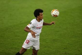 Koundé, centrado en el Sevilla. AFP