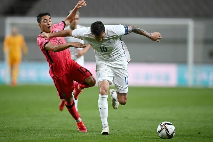 Gignac confesó que el mejor gol de su carrera fue... ¡a Ochoa! AFP
