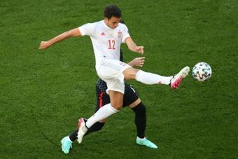 Eric García, como Busquets, mejor con España que con el Barça. AFP