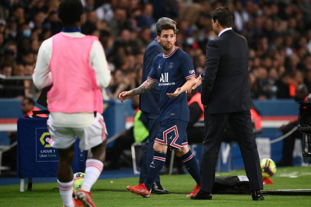 L'avvertimento dei familiari dello sceicco a Pochettino per aver mandato in panchina Messi. AFP