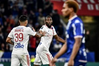 Toko Ekambi rescata a un Lyon con diez. AFP