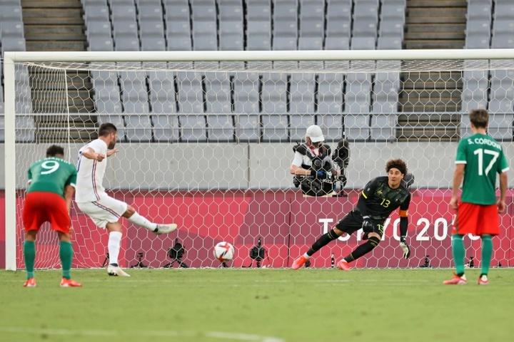 Ochoa no contuvo la emoción tras ganar a Japón. AFP