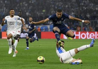 Las circunstancias obligan al PSG a conformarse en otro bochorno francés. AFP