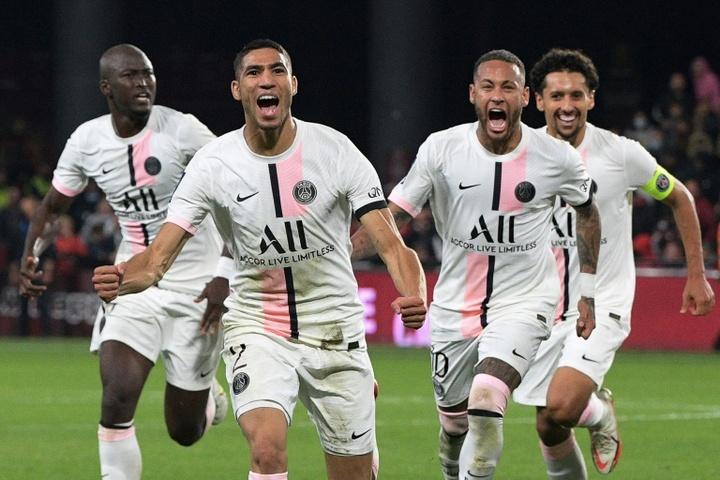 Achraf hizo dos goles ante el Metz. AFP