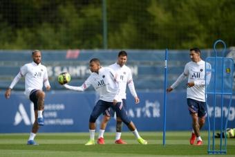 Mbappé incertain face à Lille, Messi absent de l'entraînement. afp