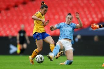 El City anunció que Lucy Bronze ha sido operada de la rodilla. AFP