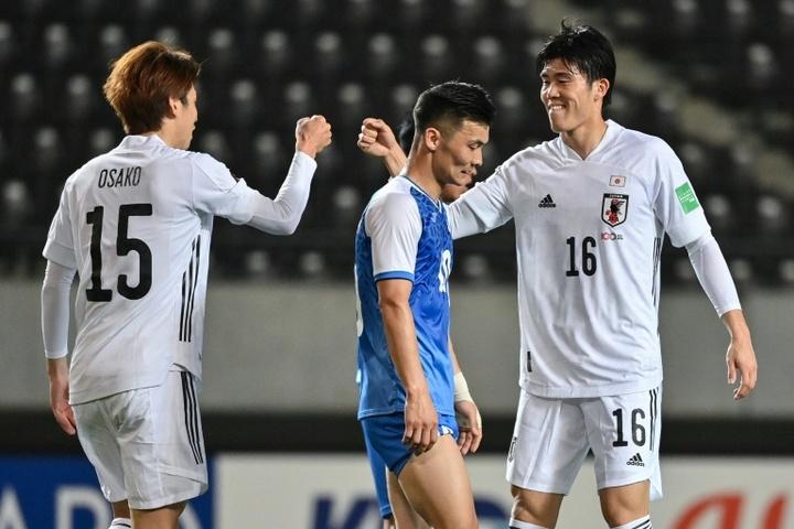 Guerra entre Arsenal e Tottenham por Tomiyasu.AFP