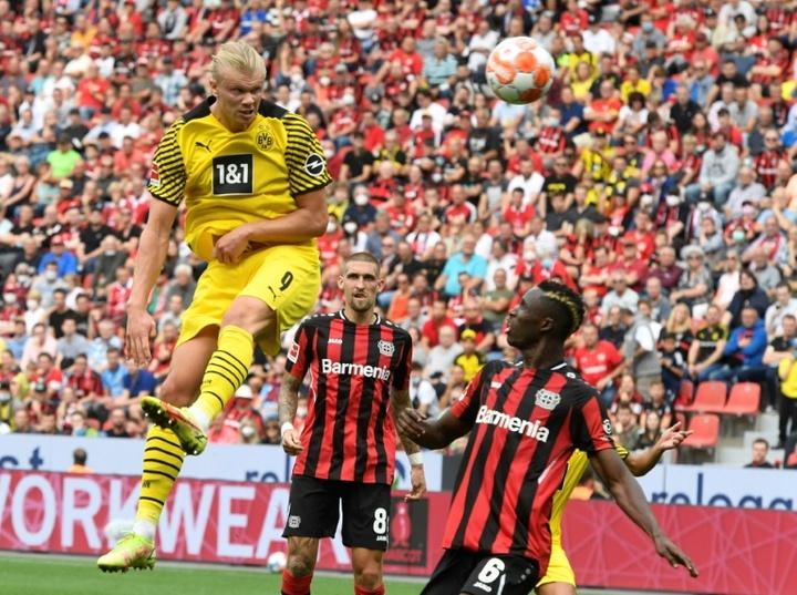 Haaland desatasca al Borussia en el 'pinball' de Leverkusen. AFP