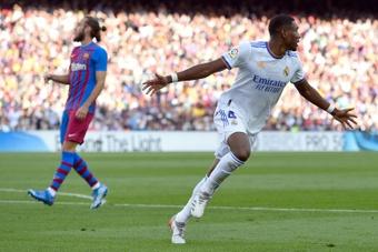 Alaba estrenó el marcador frente al Barcelona. AFP
