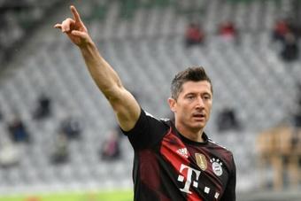 Lewandowski faz história e supera Gerd Müller em goleada do Bayern. AFP