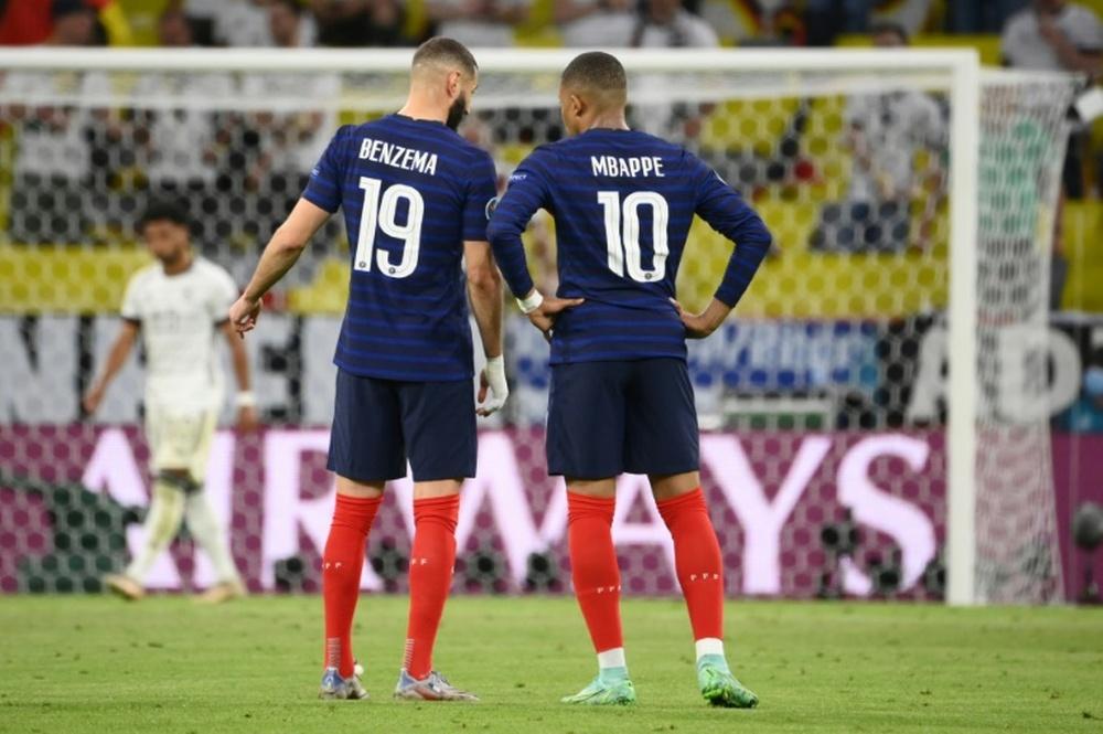 La presse française encense le duo Mbappé-Benzema. AFP