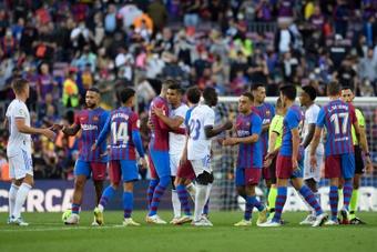 El Madrid recibió la esperada hostilidad del coliseo azulgrana. AFP