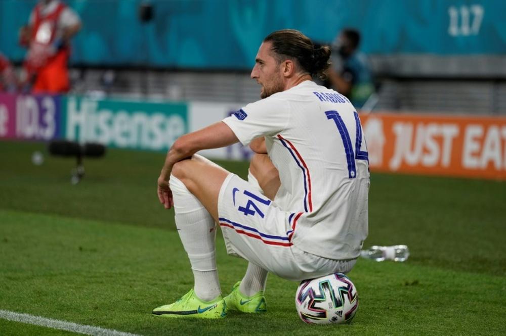 La France ne remplacera pas Digne et Rabiot. AFP