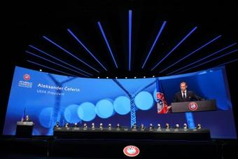 Le Real, le Barça et la Juve dénoncent le monopole de l'UEFA et la FIFA. AFP