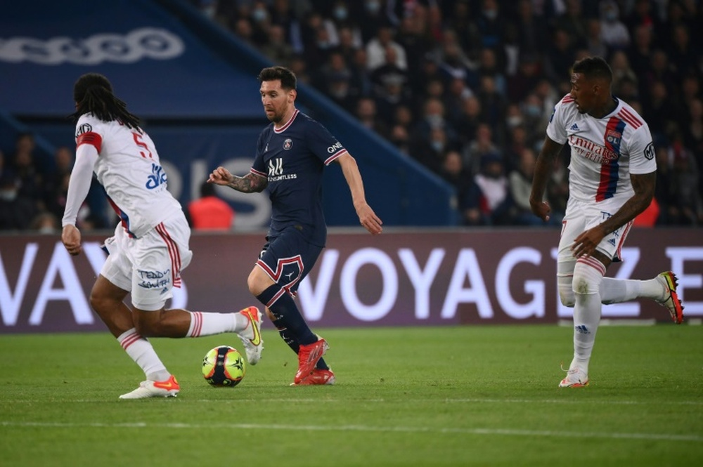 Pochettino podría haber cambiado a Messi porque creyó que estaba tocado. AFP