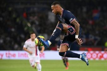 Neymar, foco de las críticas en París. AFP
